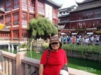 Berfoto di jembatan Yu Yuan.
