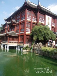 Eksotisme gaya arsitektur di kawasan Yu Yuan.