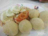 Bola-bola nasi ayam yang lezat