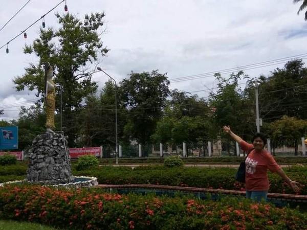 Paduan taman hijau dan birunya langit Luang Prabang.