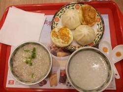 Sarapan Bubur di Beijing, Lauknya Bakpao!