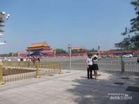 Bersihnya lingkungan sekitar Tiannanmen.