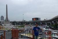 Suasana Kesibukan di Sekitar Victory Monument Bangkok