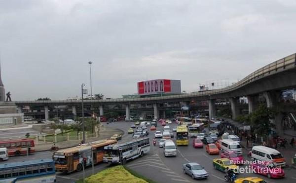 Warna-warti taxi di Bangkok.