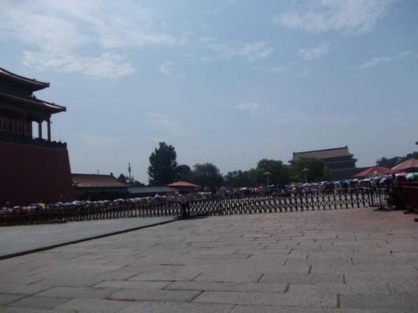 Bersihnya kawasan masuk Kota Terlarang Beijing.