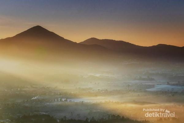 Golden momen di gunung Putri Lembang.