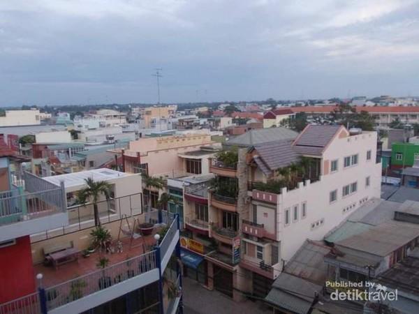 Potret padatnya kota Chau Doc dari lantai 5 Hotel Hai Chau