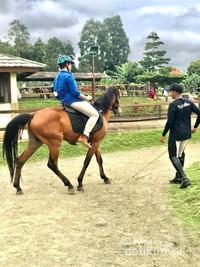 Berlatih berkuda di Eco Pesantren Daarut Tauhid. Sumber: dokumentasi pribadi