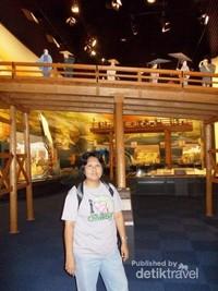 Di salah satu ruang dalam Musium Sejarah Osaka