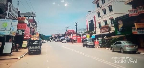 Pusat Kota Luang Namtha yang sepi.