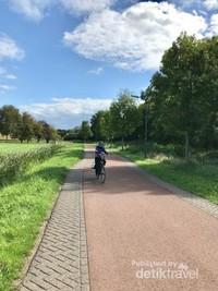 Jalan khusus pesepeda dan pejalan kaki di perdesaan