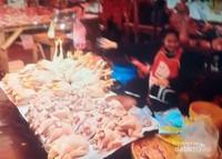 Penjual ayam potong di pasar Dao Hueang.