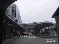 Keindahan Kyoto Tower bisa kita nikmati dari STasiun Bus kota Kyoto.