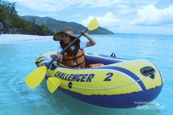 Aktifitas canoeing di Pulau Hari