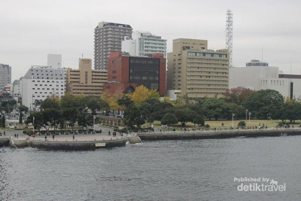 Pemandangan Yamashita Park dari atap Hikawa Maru