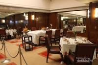Suasana restoran Hikawa Maru
