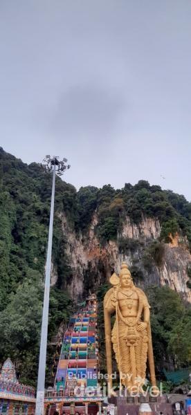 Patung Dewa Murugan yang memiliki tinggi sekitar 42,7 Meter