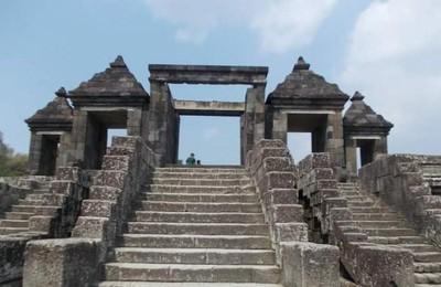 Napak Tilas Jejak Ratu Boko di Yogyakarta
