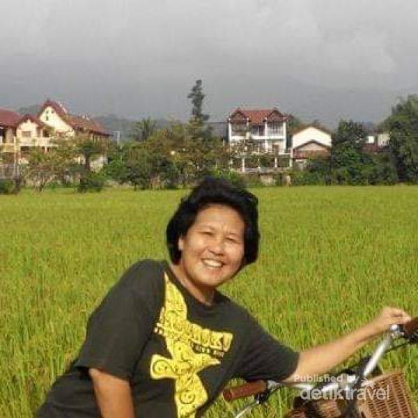 Bersepeda di pagi hari sangat mengasikkan di Vang Vieng.