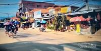 Geliat pagi, ketika mentari mulai bersinar di Vang Vieng.