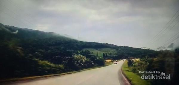 Jalanan indah menuju Thakhek.