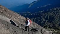 Siapkan fisik, mental dan perlengkapan mendaki mulai dari sekarang ya. Selamat menyambut pendakian Gunung Semeru.