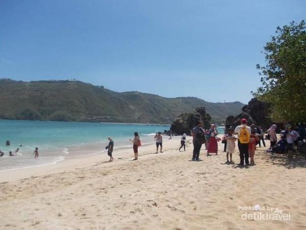 Pemandangan indah pantai Kuta Lombok