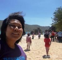 Berswafoto di pantai Kuta Lombok