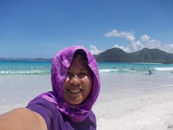 Berpanas ria di Pantai Selong Belanak.