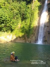 Airnya Jernih dan suana tenang cocok untuk refreshing dari penatnya ibu kota