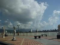 Banyak patung marmer digunakan sebagai hiasan penampah keindahaan tepian sungai Han.