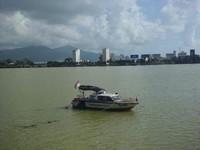 Boat yang lalu lalang menuju seberang kota Da Nang