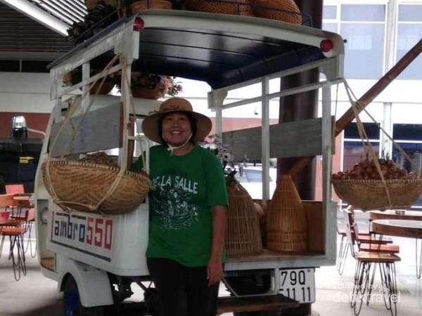 Sebuah mobil dengan peralatan tradisional Vietnam