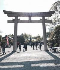 Sebuah simbol gerbang dari Jepang, tori.