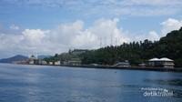 Pemandangan Pertama ketika pengunjung datang ke kota Tarempa.