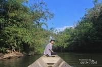 Jalur sungai, satu-satunya akses menuju Dusun Sri Pengantin.