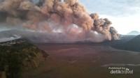 Gunung Bromo merupakan gunung berapi yang masih aktif