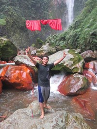 Curug Seribu yang ada Desa Gunung Sari, curugnya berada di ketinggian antara 750-1.050 MDPL. Harga tiketnya Rp 20 ribu termasuk masuk kawasan.