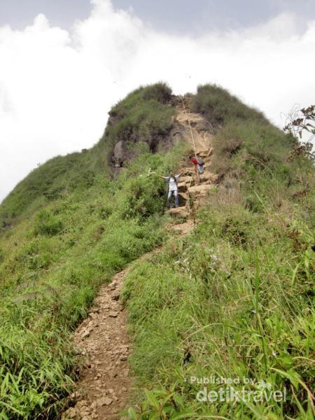 Trek di Gunung Batu Jonggol Bogor.