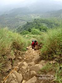 Trek curam di Gunung Batu Jonggol Bogor.