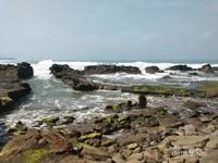 Pantai Karang Hawu berada di Kecamatan Cisolok, Kabupaten Sukabumi, Provinsi Jawa Barat.