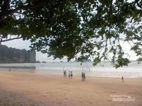Menikmati langsung pasir putih pantai Ao Nang