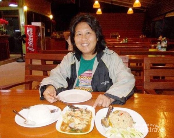 Foto dulu sebelum makan