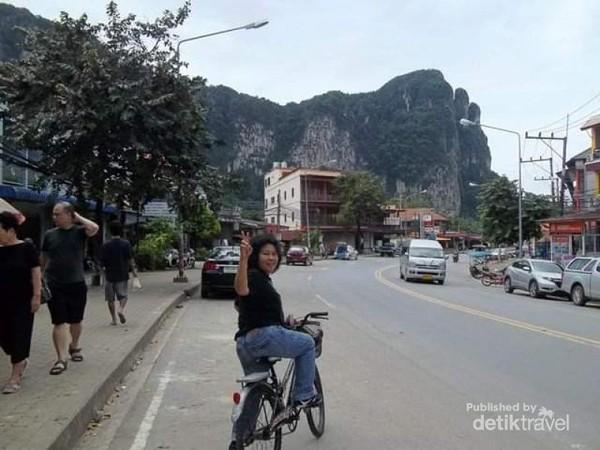 Jalanan di kawasan Ao Nang