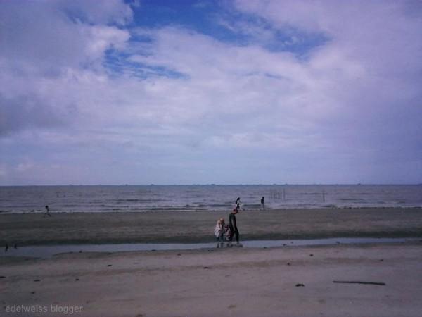 pantai panrita lopi merupakan destinasi wisata keluarga yang paling digemari