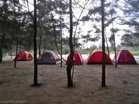 pantai panrita lopi memiliki area olahraga pantai dan camping ground. jangan khawatir, fasilitasnya sangat lengkap