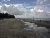 pantai panrita lopi yang indah, bersih dan alami yang mudah dicapai dari ibukota provinsi kaltim
