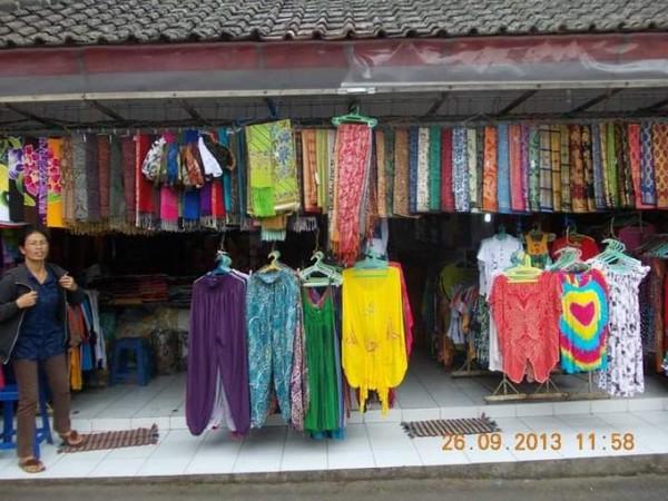 Ceria warna-warni kain yang menggoda iman.