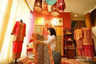 Berburu Oleh-oleh Khas Palembang di Kriya Sriwijaya