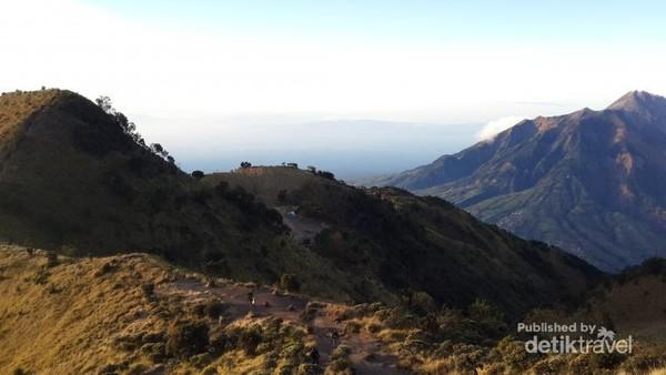 Gunung di Jawa Tengah ini berada di 3 Kabupaten, yaitu: Magelang, Semarang dan Boyolali.